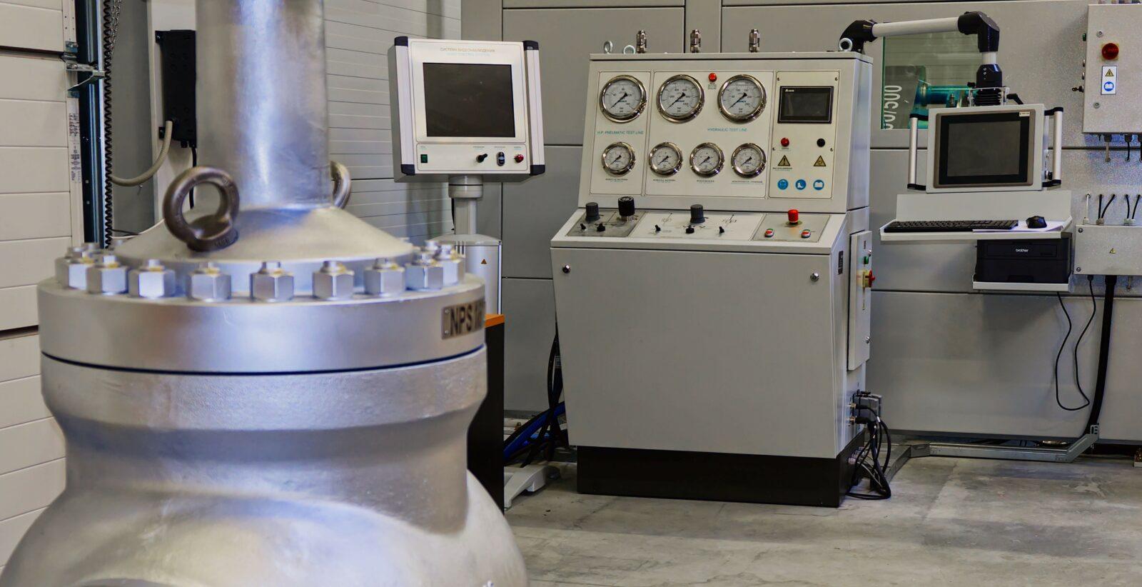 Equipment for pressure test of industrial valves